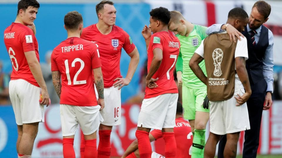 England's Harry Maguire, Phil Jones and team mates look dejected after the match as manager Gareth Southgate talks to Raheem Sterling. (REUTERS)