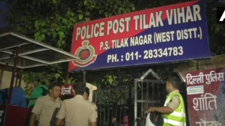 Delhi teen,Suicide at police post,Tilak Vihar