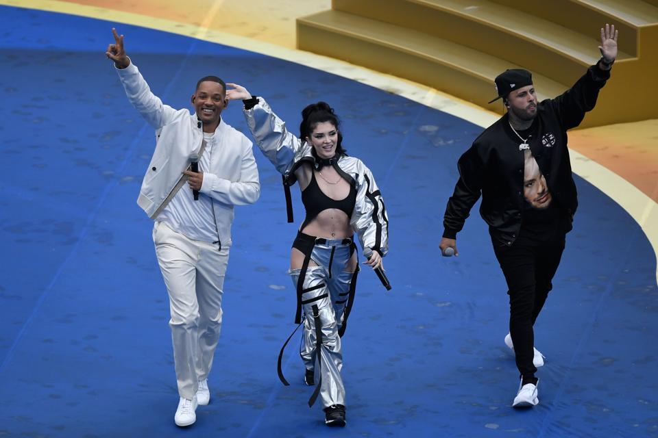 US singer Will Smith (L), Kosovo's singer Era Istrefi (C) and US rapper Nick Rivera Caminero aka Nicky Jam (R) perform during the closing ceremony prior to the Russia 2018 World Cup final football match between France and Croatia. (AFP)