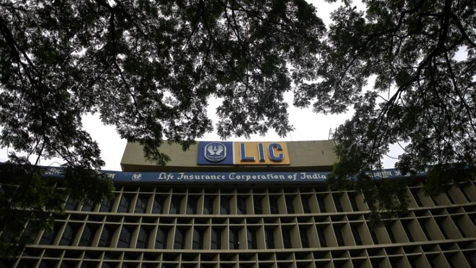 The LIC board gave approval to the insurance behemoth for acquiring of up to 51% stake in IDBI Bank, economic affairs secretary S C Garg said. LIC stake buy will help the debt-ridden state-owned bank get a capital support of Rs 10,000-13,000 crore. (REUTERS File)