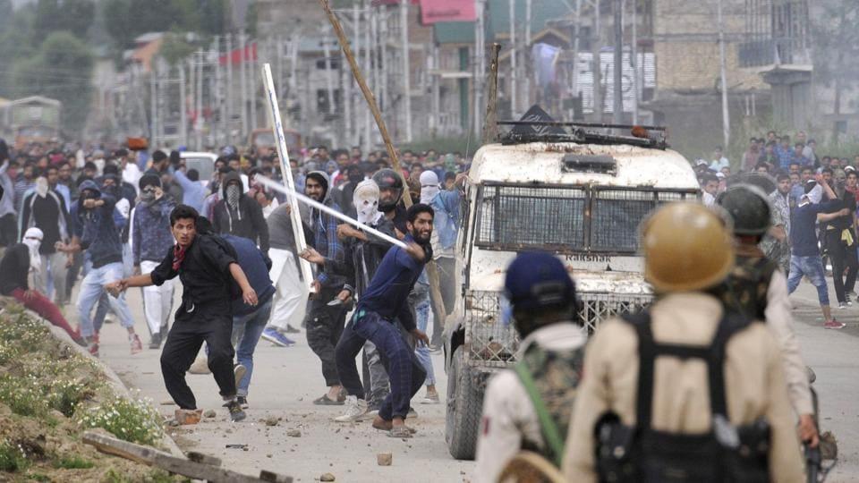 teachers,detained,Kashmir
