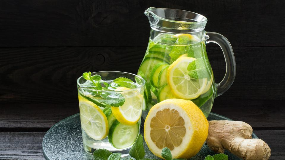 Detox drinks are excellent for digestion, and if your digestion is good, then your weight loss journey will be easier. By definition, detox drinks help in flushing out toxins from the body and boost the body's metabolism. We tell you five home-made detox drinks that you can start having right away. (Shutterstock)