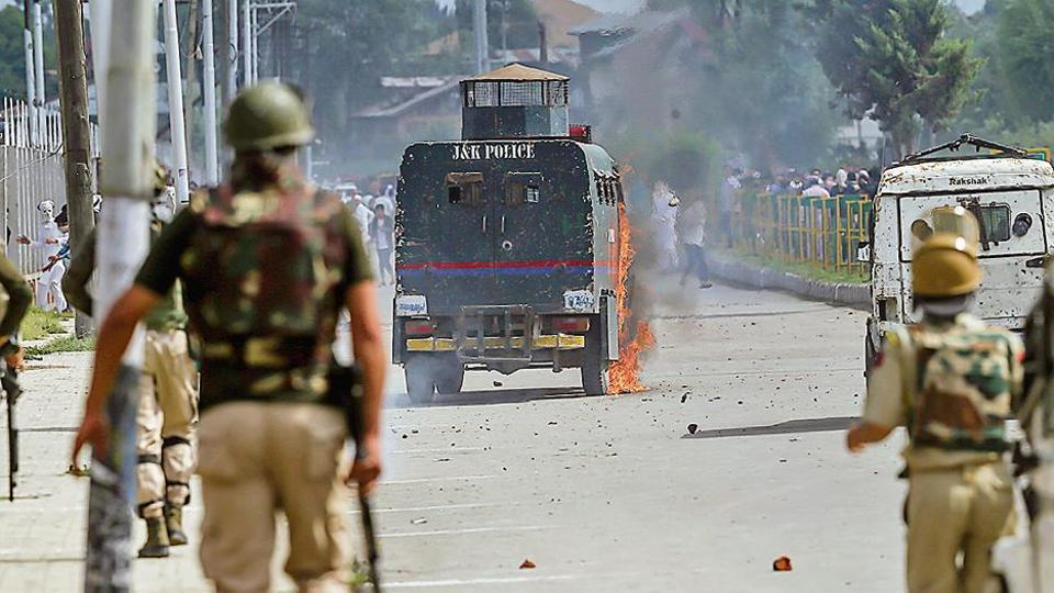 Teachers in Srinagar,Srinagar,Teachers in Srinagar hold protest