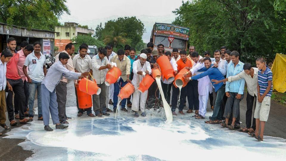 Milk protests,Maharashtra dairy farmers,Maharashtra Milk