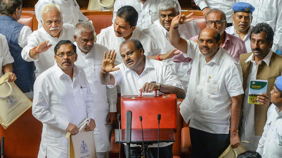 Karnataka MPs,iPhone,Karnataka ministers iPhone gift