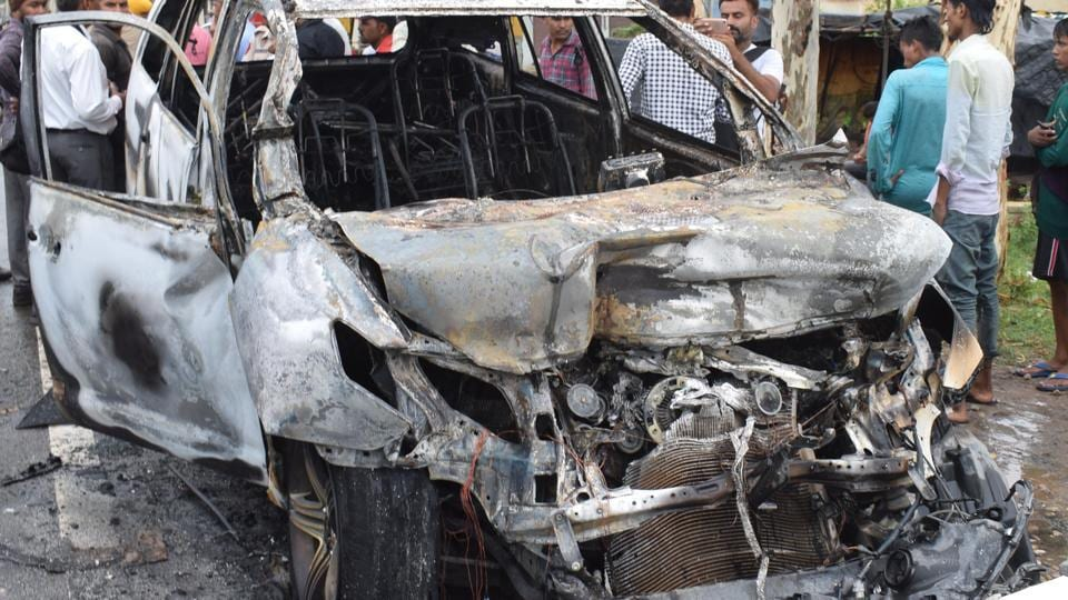 Car accident,Car catches fire,Gujarat