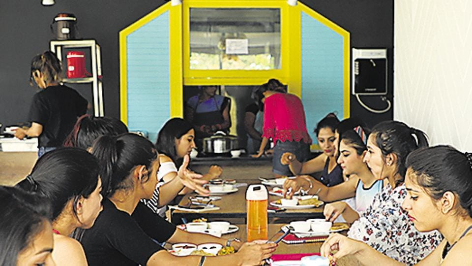 Pune students,luxury hostels,thumbs up