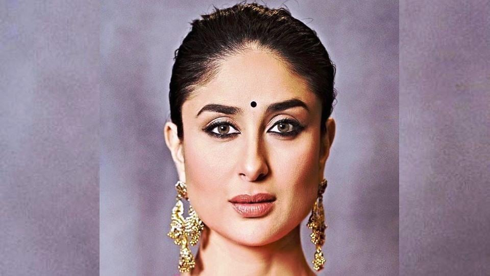 Kareena Kapoor Eyes Colour - Ameesha Patel Fans
