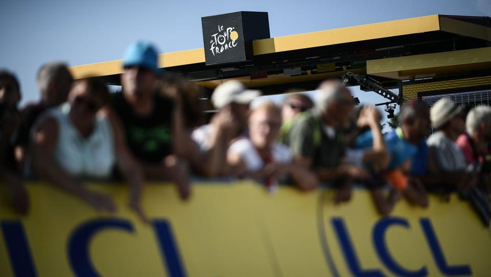 Spectators wait for riders prior to the first stage of the 105th edition of the Tour de France cycling race between Noirmoutier-en-l'ile and Fontenay-le Comte, western France on July 7, 2018. (Jeff Pachoud / AFP)