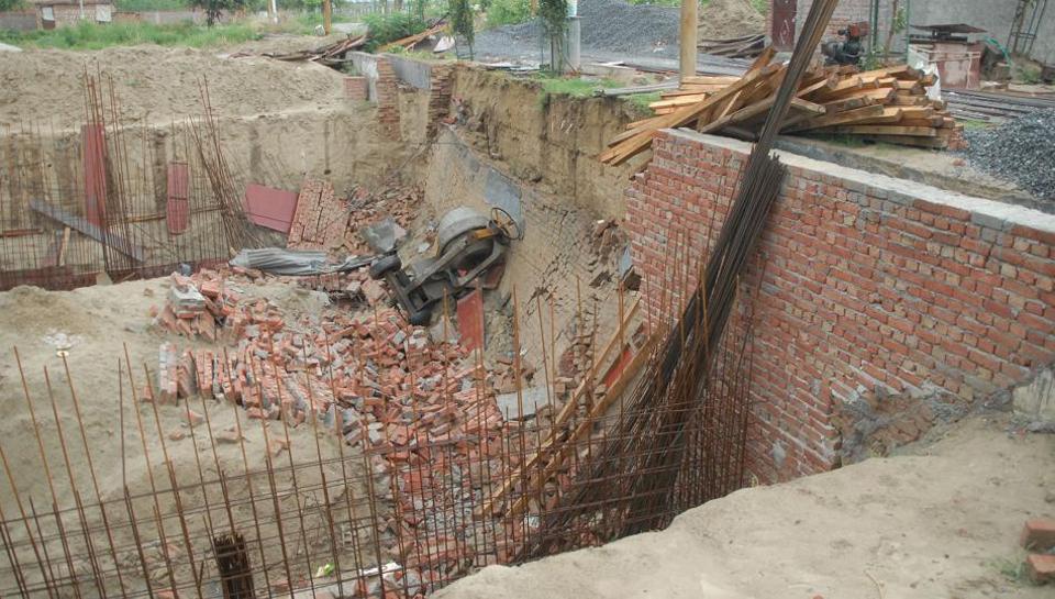 Noida building collapse,Noida Sector 63,Noida latest news