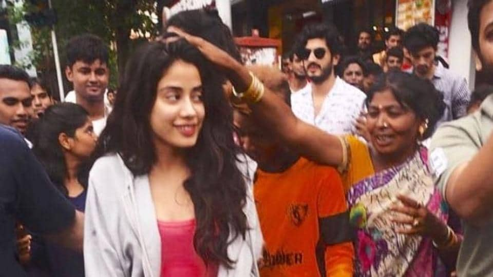 Janhvi Kapoor blessed by a fan. (Photo: Viral Bhayani/Instagram)