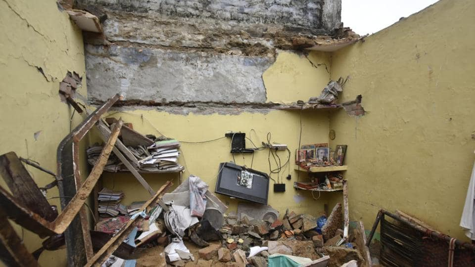 Dwarka,Hose collapse,Roof Collapse