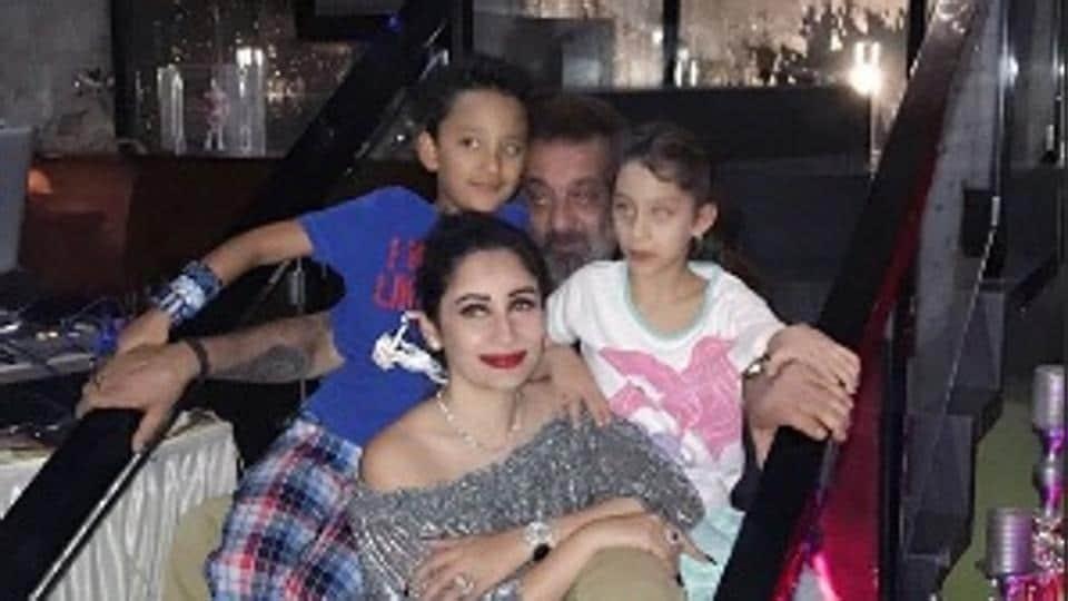 Maanayata Dutt celebrated her birthday with husband Sanjay Dutt and kids.