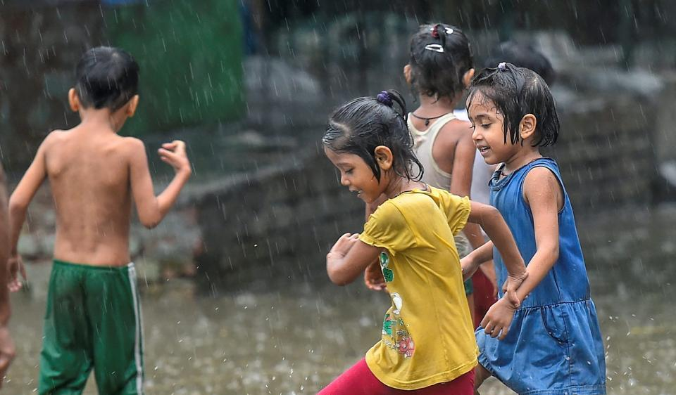 All across the country, the lack of playgrounds -- or their total absence -- has given rise to the mushrooming of indoor air-conditioned play areas, promoted by businessmen with misplaced ethics and sole agendas to make money