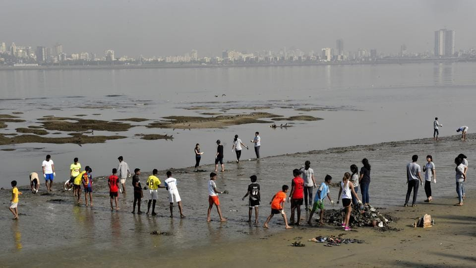 Mumbai,Dadar beach,Speakers at Mumbai's Dadar beach