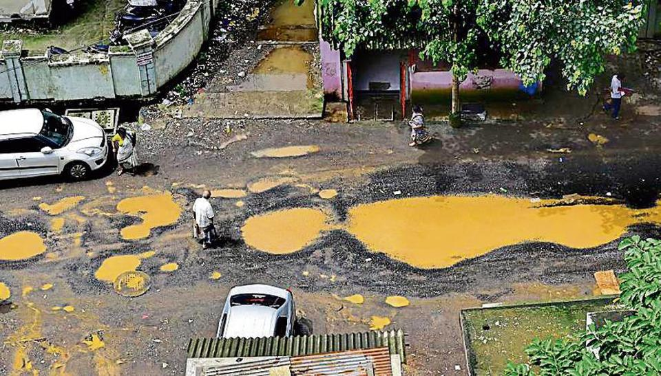 Experts claim both the BMC and the PWD don't follow the prescribed steps while fixing potholes.