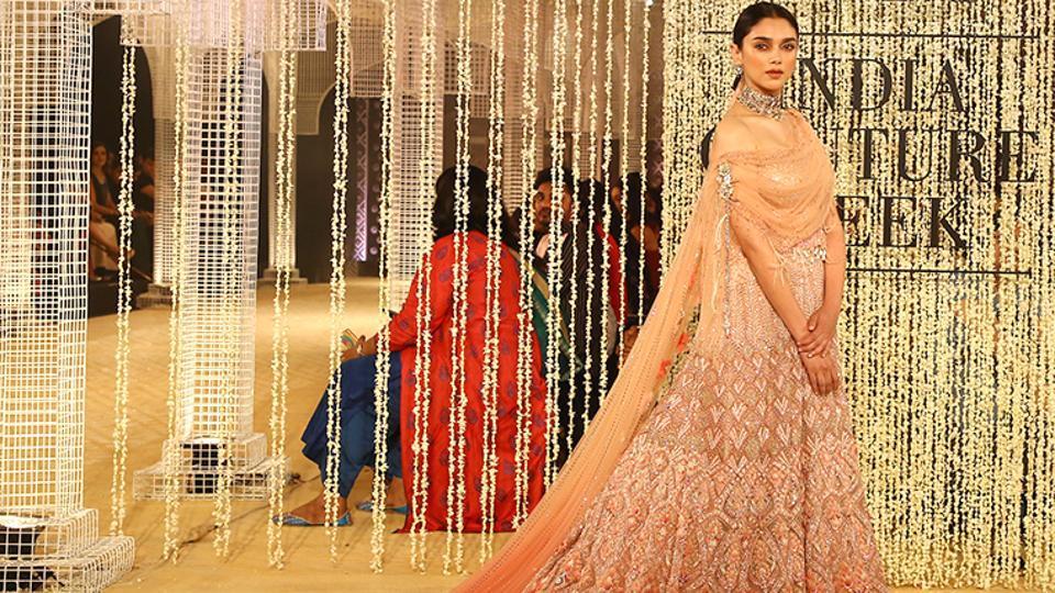 Aditi Rao Hydari was the showstopper at designer Tarun Tahiliani's fashion show at the India Couture Week 2018.