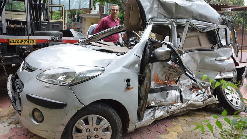 Delhi,accident in Nand Nagri,Hyundai i10 accident in Nand Nagri