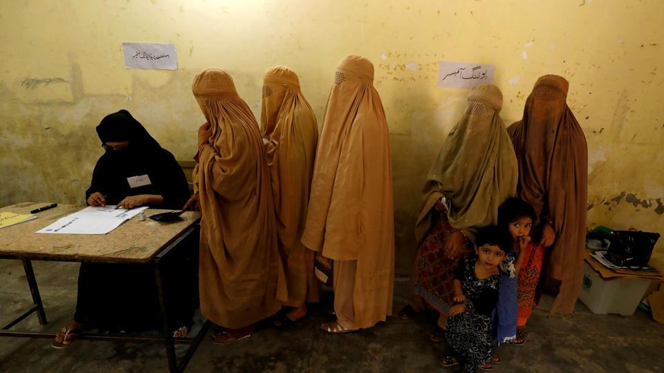Pakistan election: 25 people killed in explosion at polling station in Quetta
