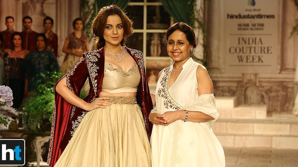 Kangana Ranaut played showstopper for designer Anju Modi's collection.  (Raajessh Kashyap/HT Photo)