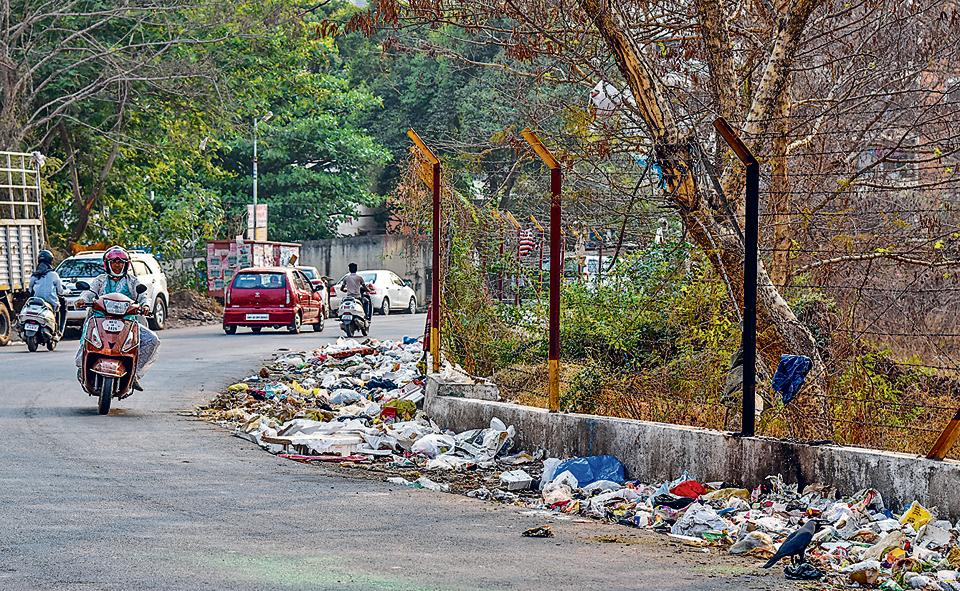 Due to mismanagement by PMC and unchecked public dumping of garbage, many places in the city are reeking of waste.