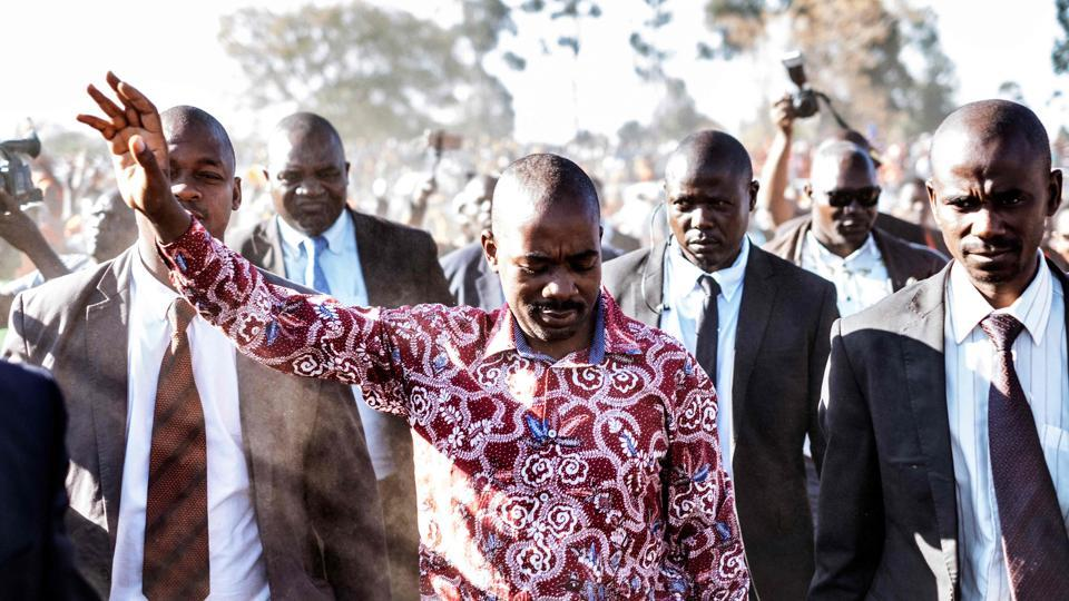 MDC-Alliance leader and opposition presidential candidate Nelson Chamisa greets supporters as he arrives at a campaign rally in Chitungwizea, outside Harare on July 26, 2018. (Marco Longari / AFP)