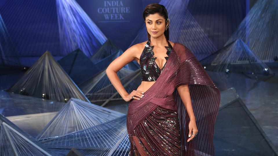 Shilpa Shetty Kundra wore a fierce, futuristic saree as the showstopper for fashion designer Amit Aggarwal's debut show at the India Couture Week 2018 in Delhi on Friday. (Amal KS/HT Photo)