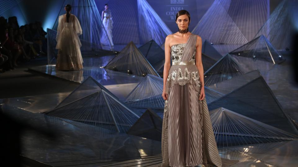 From asymmetrical maxis, midis and minis with giant ruffles, dramatic frilled-out handkerchief hem to tops, dresses, gowns, sarees that had one shoulder artfully askew, Aggarwal's collection had it all.  (Amal KS/HT Photo)