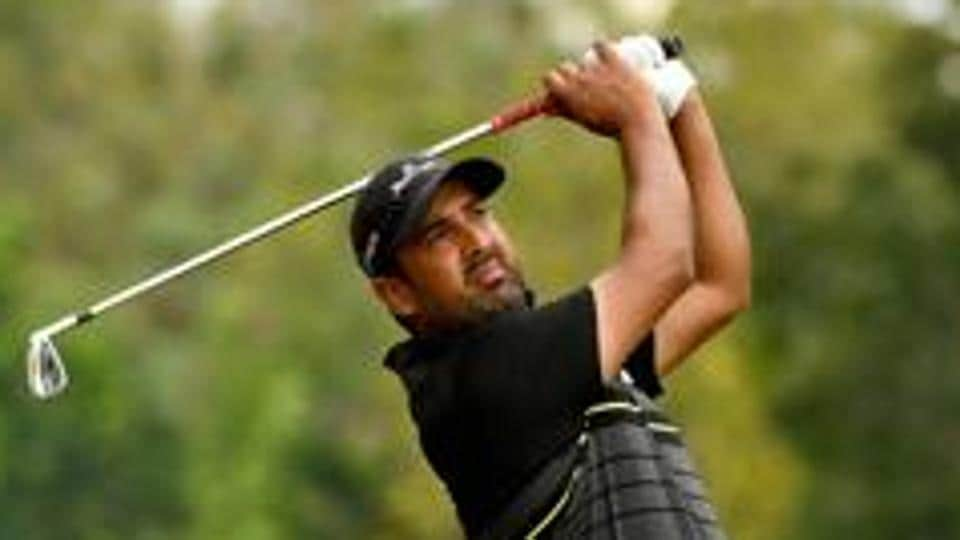 Shiv Kapur is now second and 9-under 201 to Harding's 11-under 199.