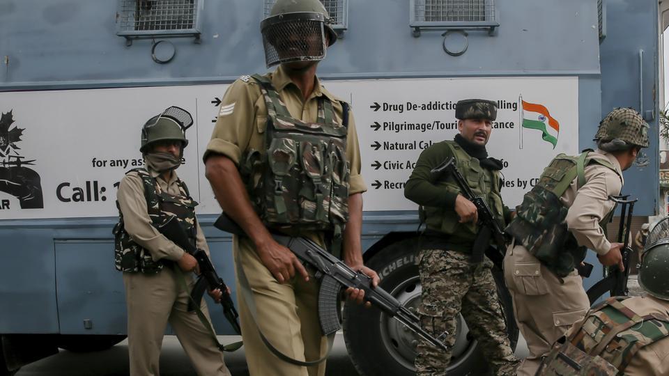 Kashmir,Cop abducted,South Kashmir