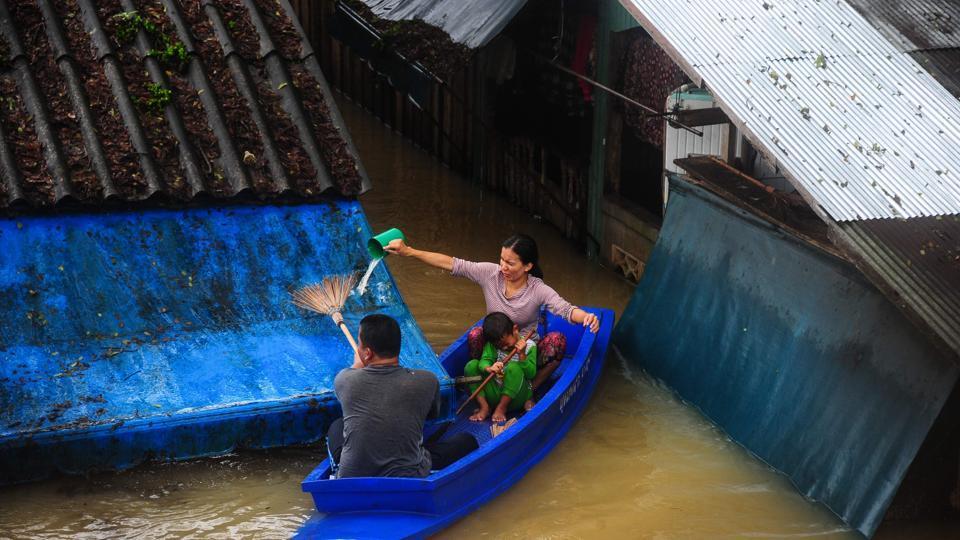 Landslides in northern Thailand,Landslides in Thailand,Landslides damagef roads in Thailand