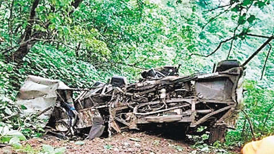 tragedy near Pune,33 killed,gorge