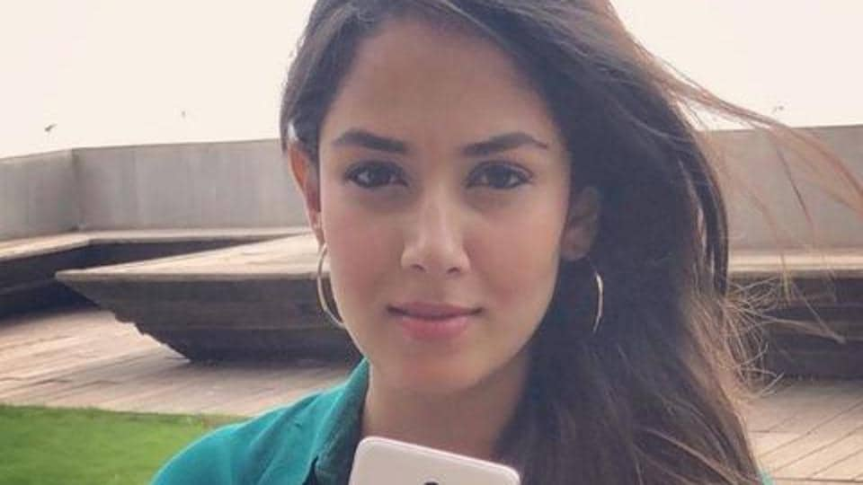 Mira Rajput promoted  phone brand with her new photo.