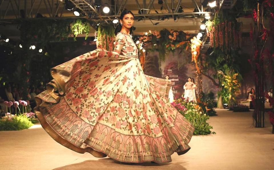 Designer Reynu Taandon's India Couture Week 2018 collection saw lehengas festooned with intricate embroideries.  (Jasjeet Plaha/HT Photos)