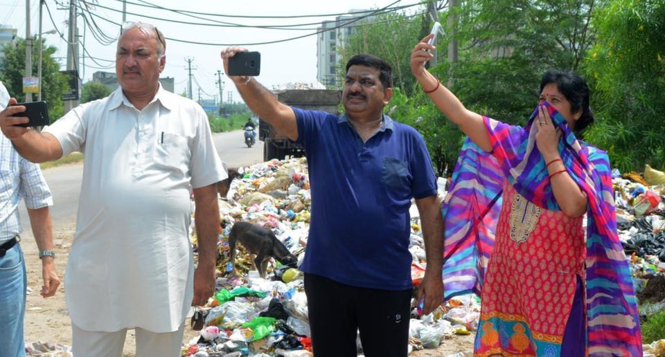 Zirakpur,selfies with garbage,social media