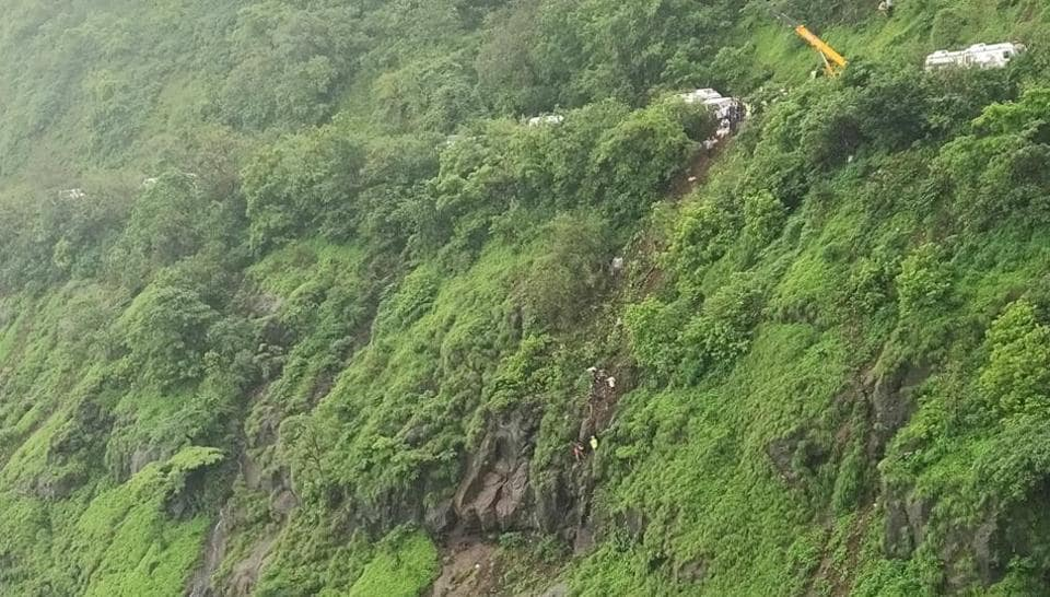Bus accident in Raigad,Raigad,Mahabaleshwar