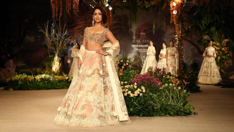 Yami Gautam walked the ramp for designer Reynu Taandon on the last day of India Couture Week 2018 in a spectacular lehenga — adorned with colourful embroidery and 3-D dimensional crystals and beads — and perfect hair and make-up.  (Jasjeet Plaha/HTPhoto )