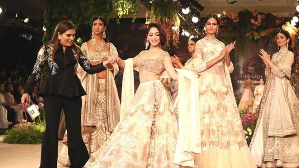 Yami Gautam was the showstopper for fashion designer Reynu Taandon's penultimate show at ICW 2018, presented by Hindustan Times and Sunil Sethi Design Alliance.