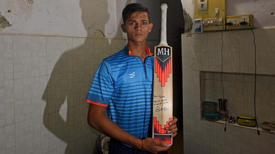 Yashasvi Jaiswal holds a bat, signed and gifted by Sachin Tendulkar, at Santacruz in Mumbai. The seventeen-year-old's story is not the run-of-the-mill saga of a regular cricketer from Mumbai. Jaiswal has gone from selling pani-puri to wearing the India colours in the Under-19 team. (Satyabrata Tripathy / HT Photo)