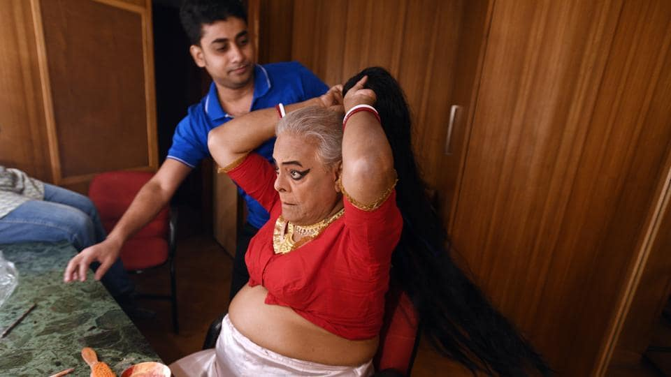 Before every show, Bhaduri has an elaborate ritual for transforming into a woman. He studiously observed women to pick up their quirks and behaviour – once he stayed in Sonagachi to etch the role of a sex worker, and another time, took inspiration from Bollywood legend Helen's outfit. (Raj K Raj / HT Photo)