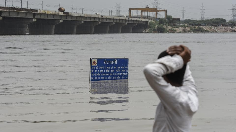 Delhi chief minister Arvind Kejriwal said on Monday transport minister Kailash Gehlot will visit people evacuated from low-lying areas of the city after the water level in the Yamuna river breached the danger amid criticism that his government was not doing enough for the displaced. Officials said 3,000 people were moved to makeshift camps and traffic was suspended on the Old Yamuna Bridge on Sunday. (Burhaan Kinu / HT Photo)