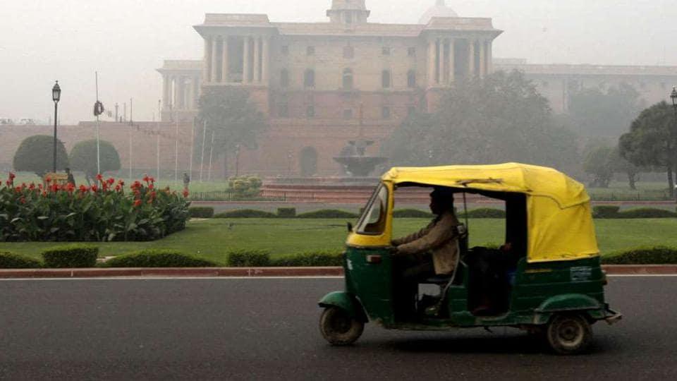 Delhi,Man robbed by auto rickshaw driver,Delhi Police