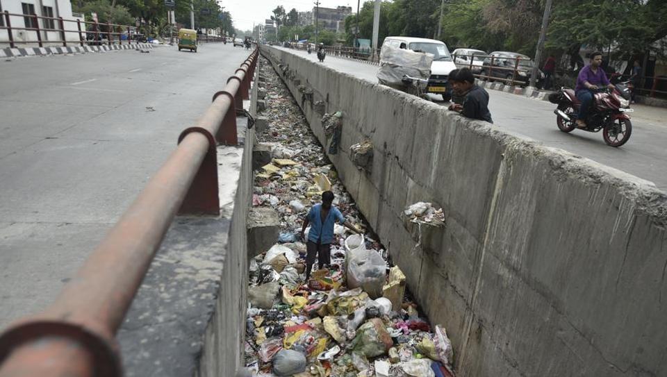 Delhi drains,Delhi urban planning,Gutka packets