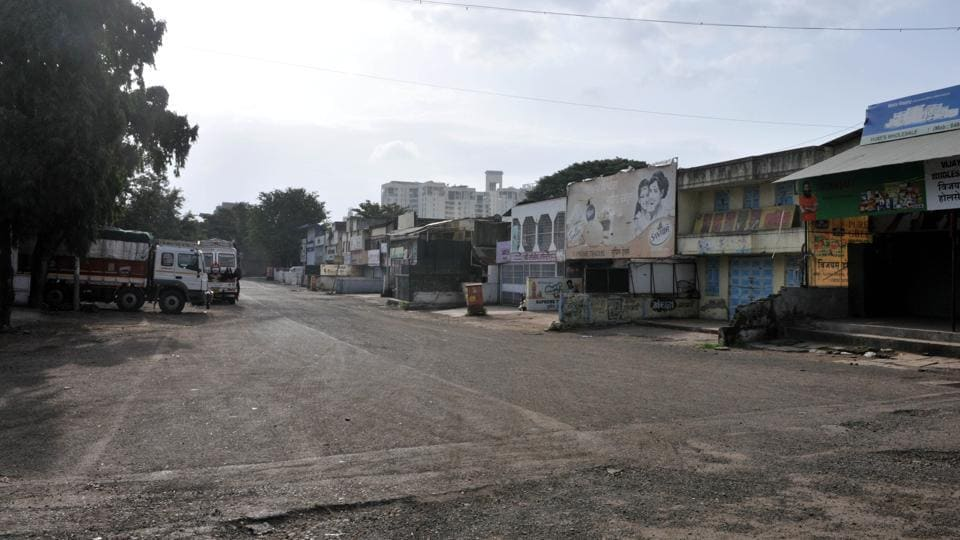 At Market Yard, there was no arrival of trucks carrying vegetables and fruits in Pune on Monday. APMC administrator B J Deshmukh said,