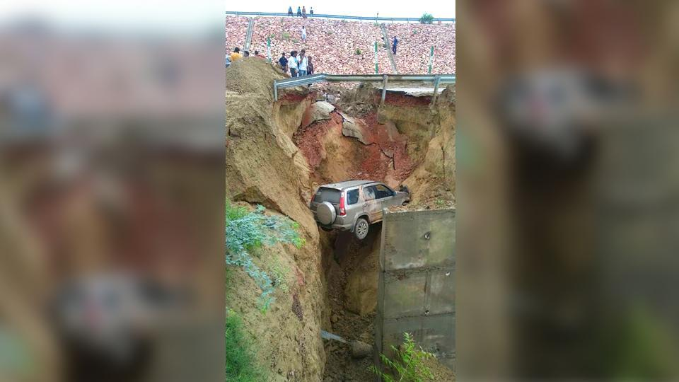 SUV plunges over 15 feet after road along Agra-Lucknow expressway