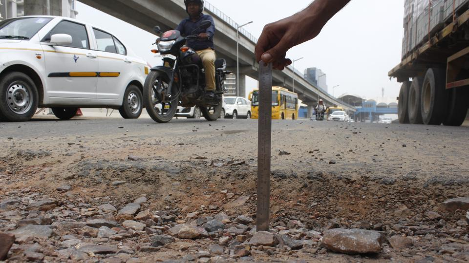 Potholes,traffic,Gurugram
