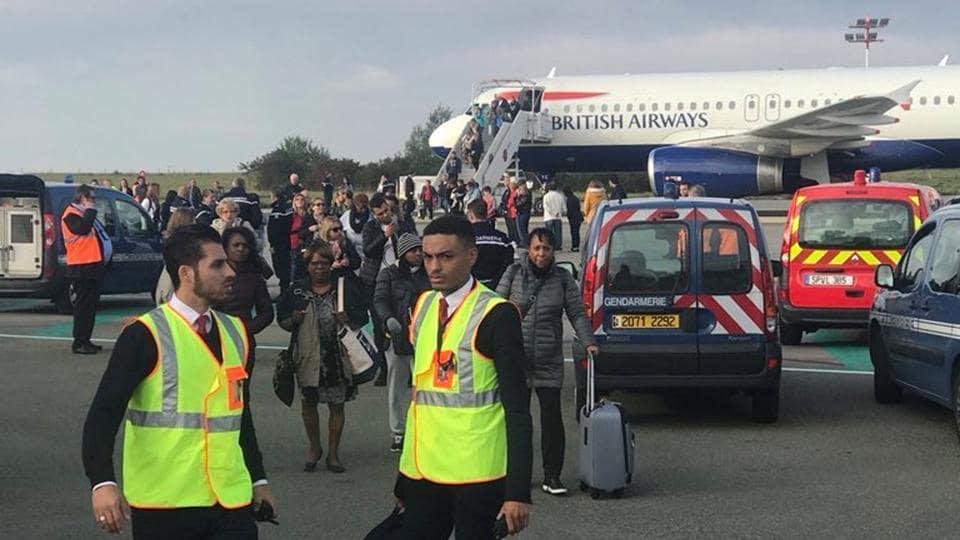 Austrian man found with 80 birds in hand bag,Roissy airport,Paris airport
