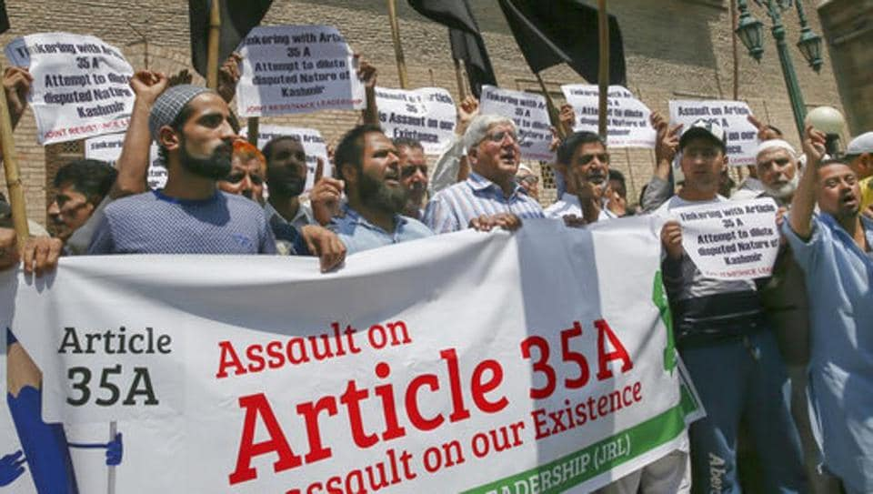 Supporters of All Parties Hurriyat Conference (APHC) hold a protest in Srinagar on August 3, 2018.