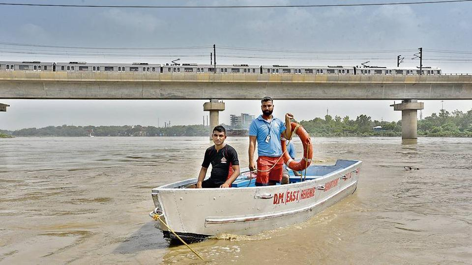 (From left) Naeem and Javed are divers of the Boat Club.