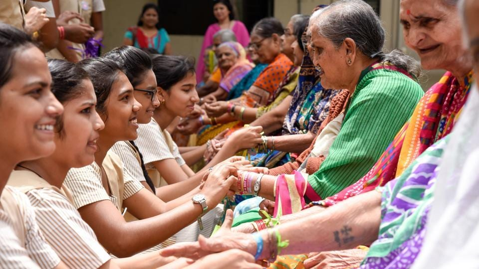 Students of Abhinav Society's junior college celebrated Friendship Day by tying friendship bands on the hands of senior citizens of Matoshri Vruddhashram (old age home) in Karvenagar on Saturday. (Sanket Wankhade/HT )